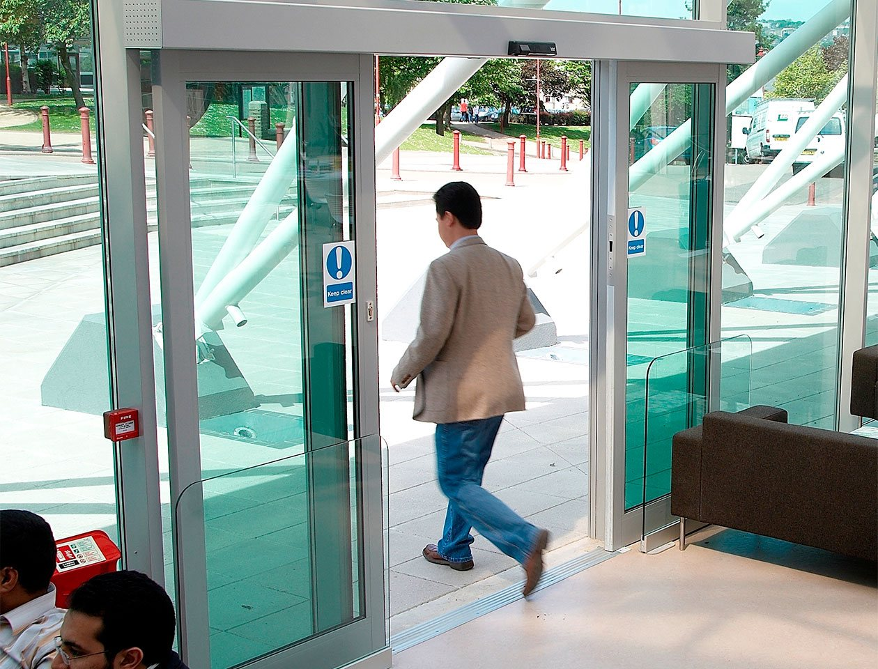 automatic-sliding-doors-and-operators-01